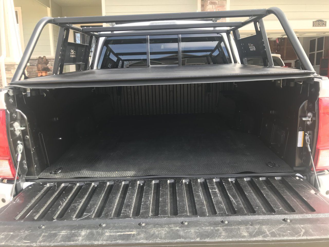 Tonneau Cover With Cbi Bed Rack In 2020 Tonneau Cover Tacoma