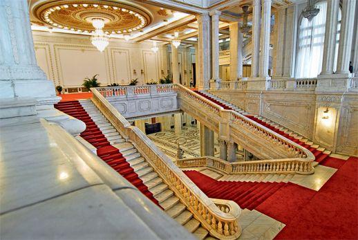 grands escaliers de Palais du Parlement.
