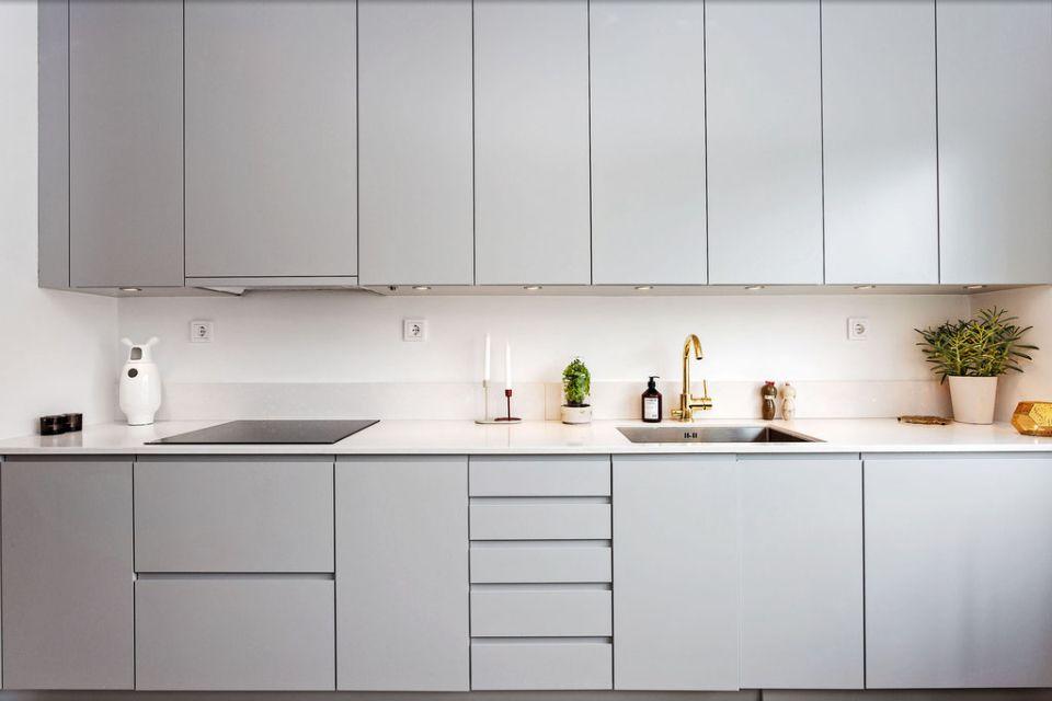 Une cuisine en camaïeu de gris perle | Déco et aménagement cuisine ...
