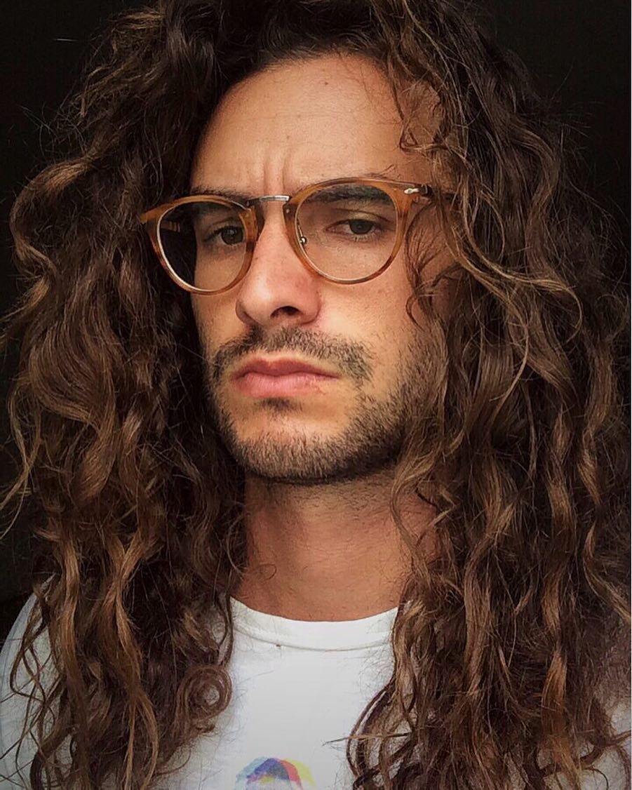 Long Curly Hair Inspiration Men Hair Men Fashion Inspiration Free The Curls Rizos Cacheado Long Hair Styles Men Curly Hair Men Curly Hair Inspiration