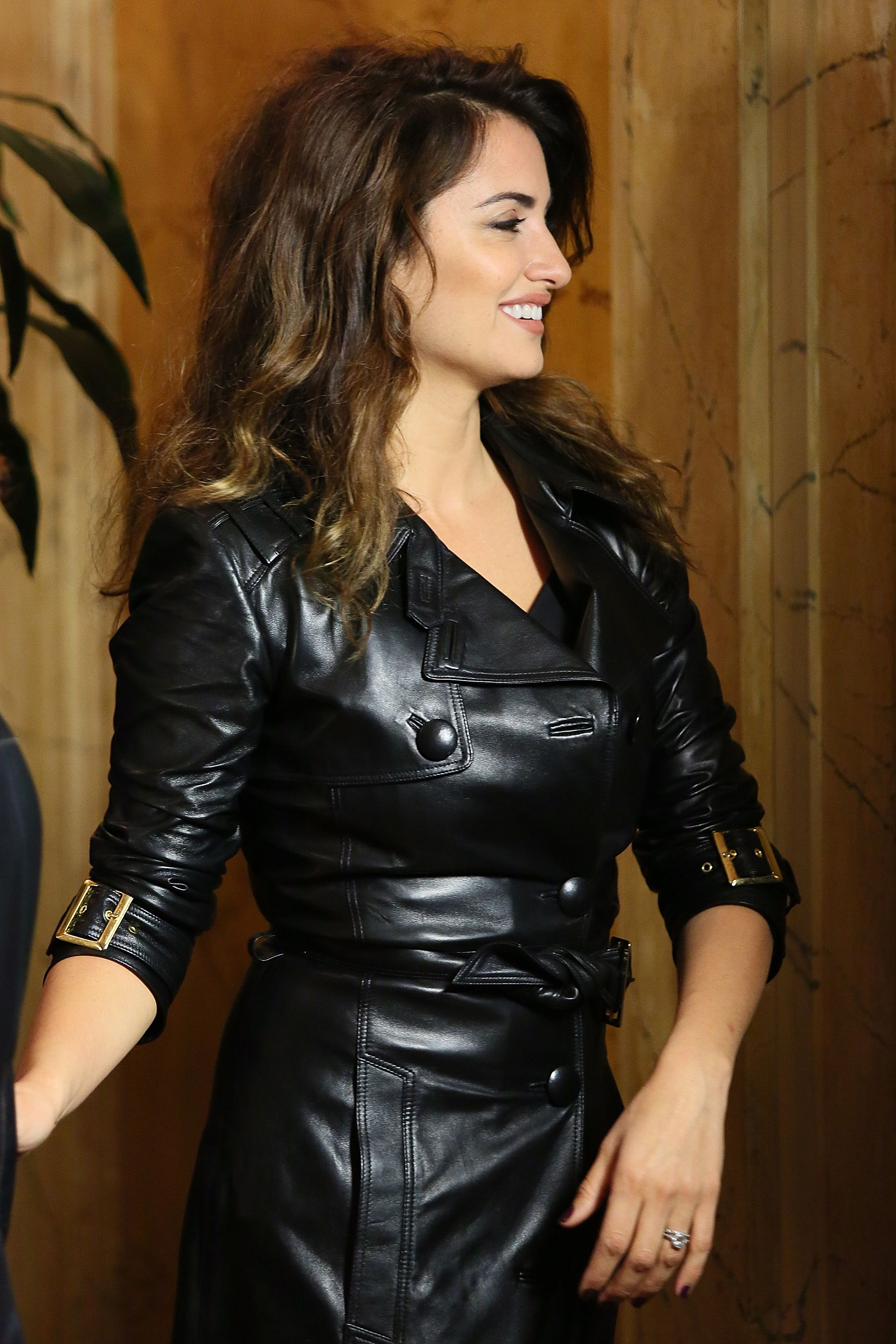 561f336c82 Penelope Cruz in a Versace leather trench | Leather Trench Coats ...