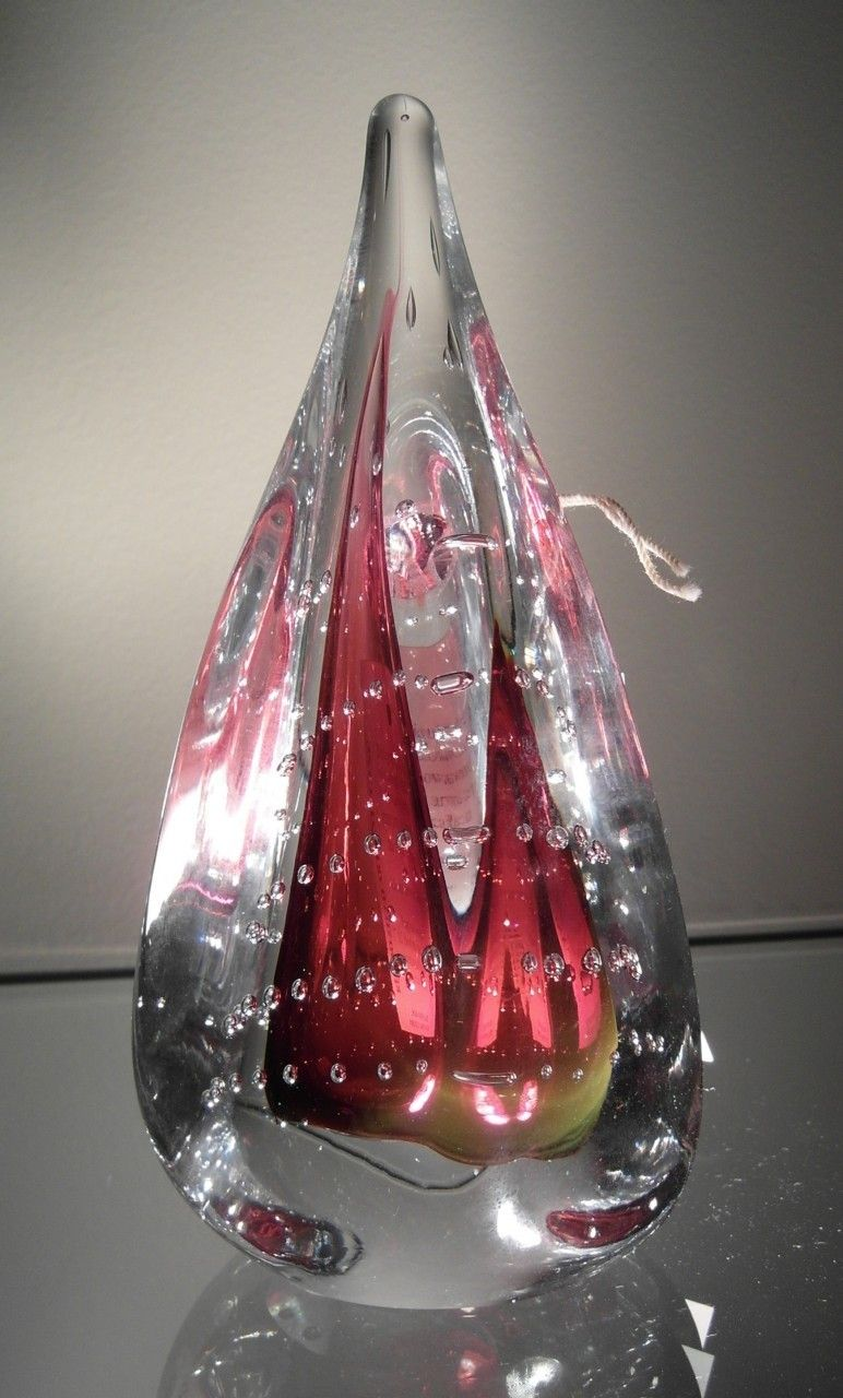 41072_Rouge_Teardrop_-_hand_blown_glass_paperweight_red_jablonski_crystal__26352.1405464903.1280.1280.JPG (772×1280)