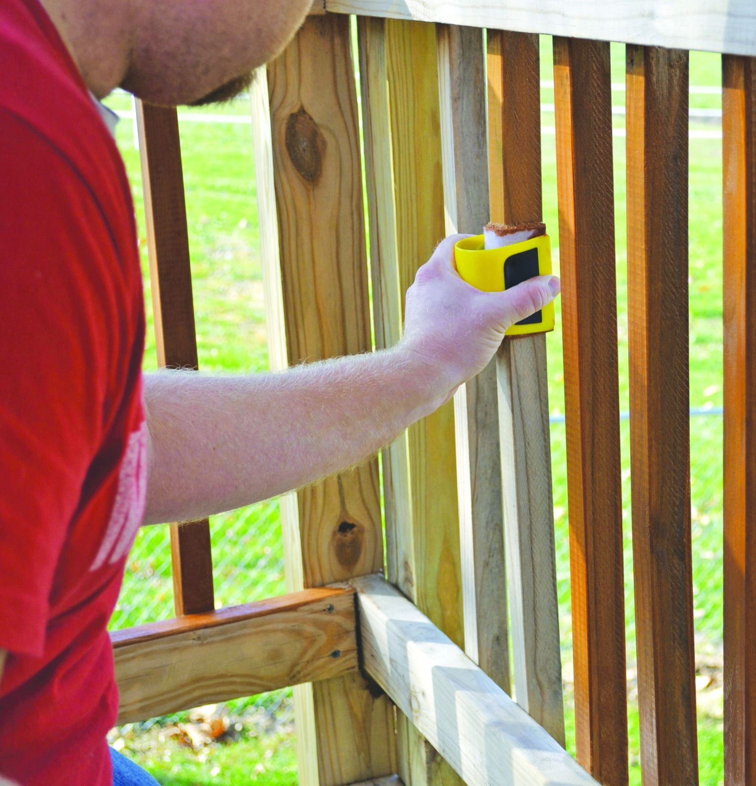 With A Woodmates Contour Stain Applicator You Can Stain All Your Stair Spindles In No Time Unlike Paintbru Staining Deck Diy Deck Staining Stain Applicators