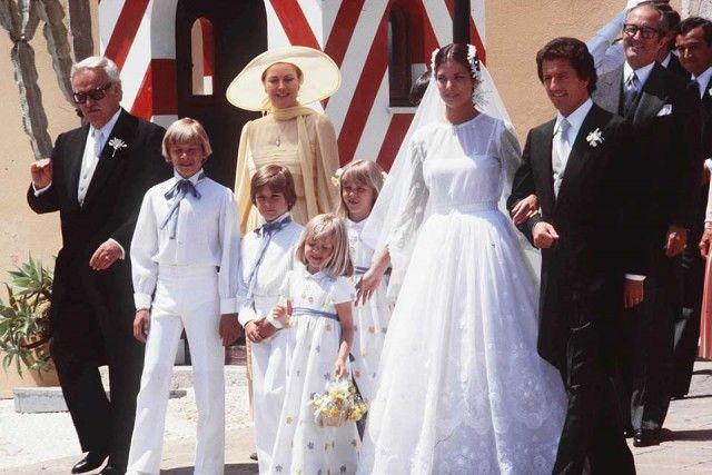 Il 28 giugno 1978, Caroline sposa Philippe Junot contro la volontà di mamma Grace e papà Ranieri.
