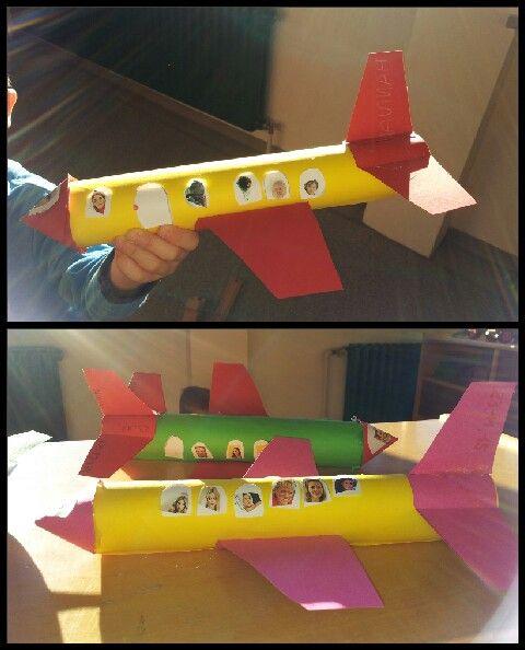 Flugzeuge Aus Leeren Küchenrollen Und Bunten Papier Gebastelt