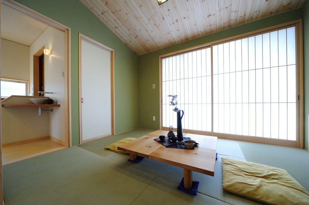 S K House 和室の天井としては珍しい杉板張りの勾配天井 和室 家 住宅