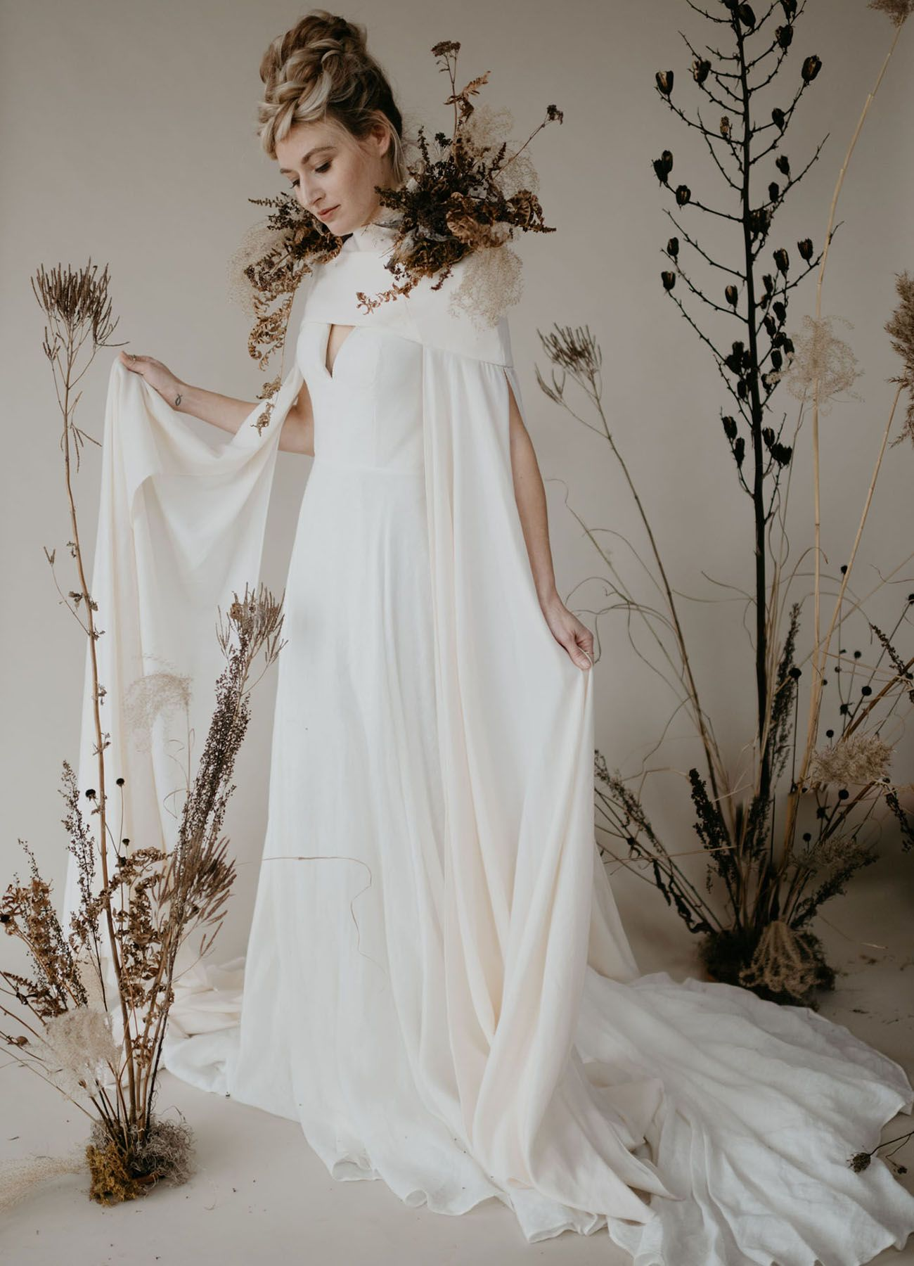 Dried Textural Florals Sleek Stylings Winter Inspiration For The Modern Bride Green Wedding Shoes Stylish Wedding Dresses Wedding Dress Boutiques Bridal Cape [ 1800 x 1300 Pixel ]