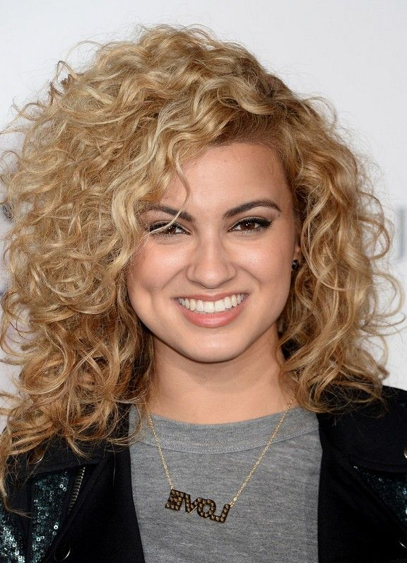 Tori Kelly Shoulder Length Curly Hairstyle For Square Faces In 2019