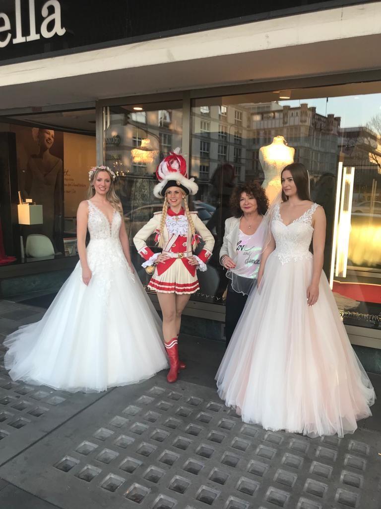Prinzengarde Tanzpaar Köln zu Besuch bei Brautmode ...