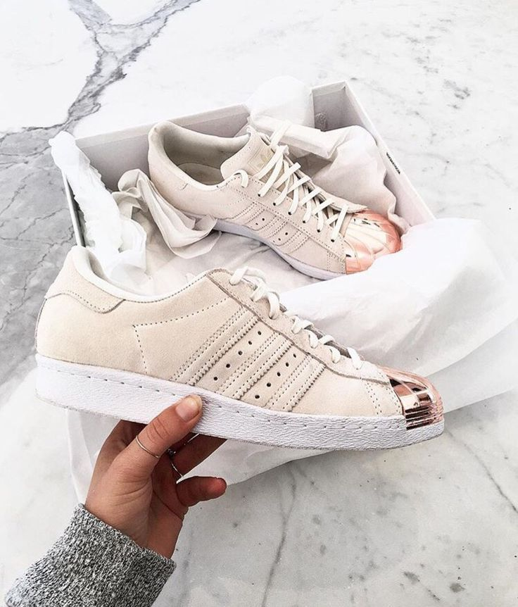 Odewole olusegun on in 2020 Chaussures adidas pas chères, Chaussures  Cheap adidas shoes, Shoes