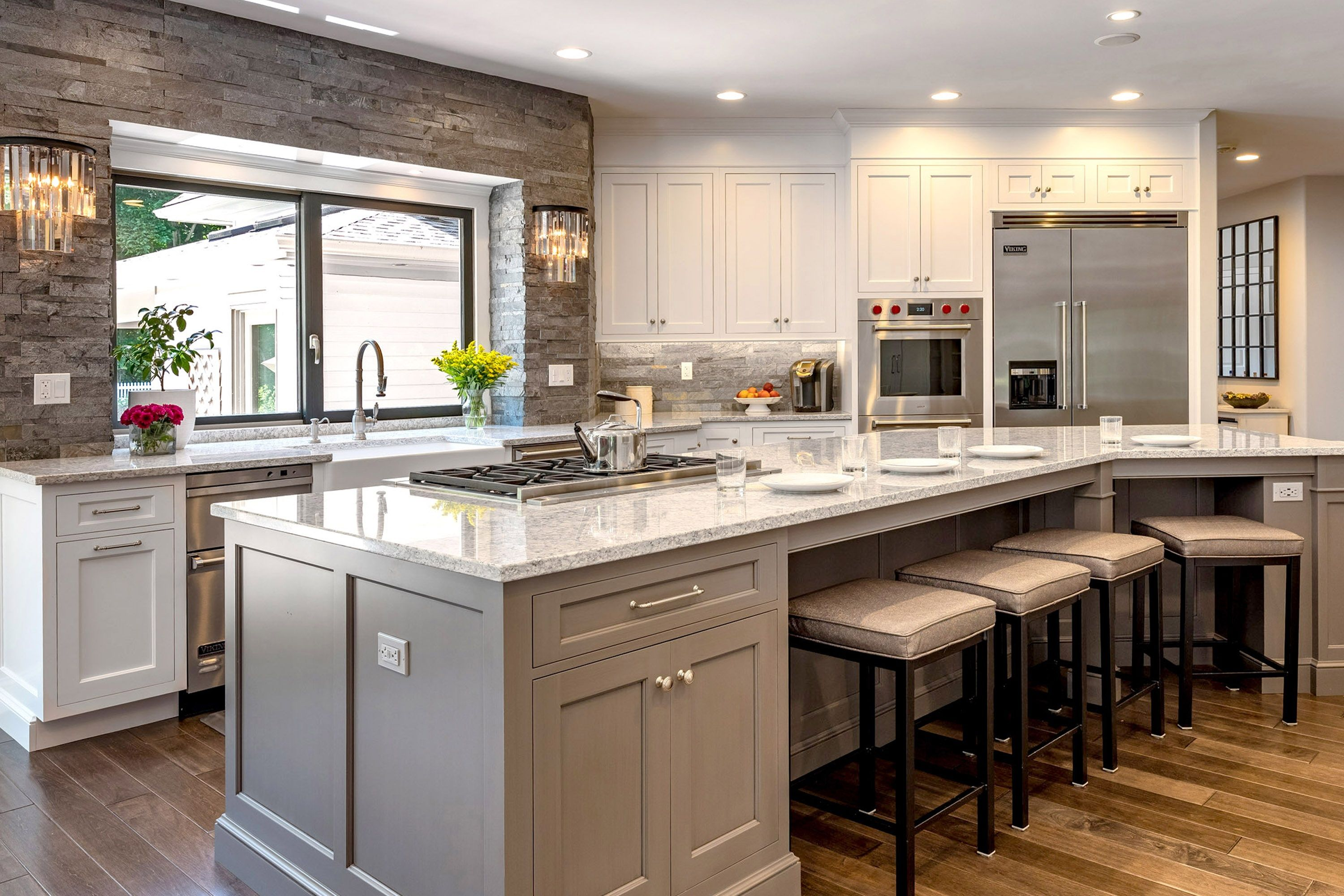 Traditional Gray And White Kitchen In Cheshire Ct The Kitchen Company Gray And White Kitchen Traditional Kitchen Design Transitional Kitchen Design