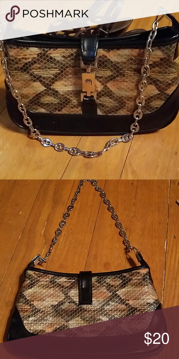 Adorable XOXO purse This is in great shape. It is 6