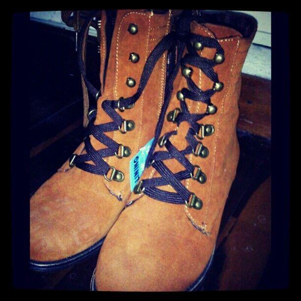 estado civil?.. me case con estos ayer. :)   Nueva adquisición #newShoes #boots #shoes #love