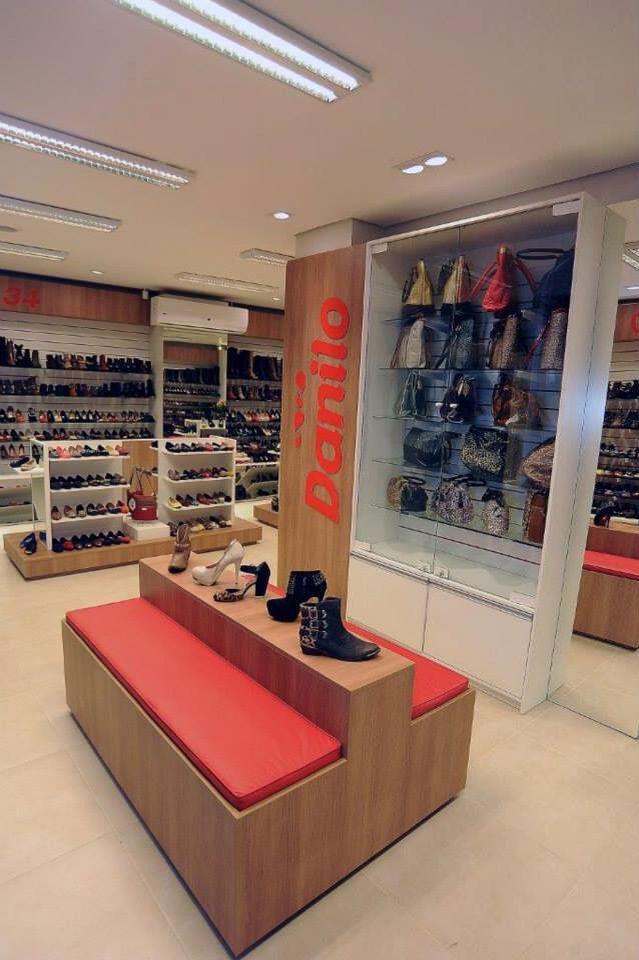 0b8ba6a97 Projeto comercial desenvolvido para uma loja de sapatos que tem sua sede em  uma edificação catalogada