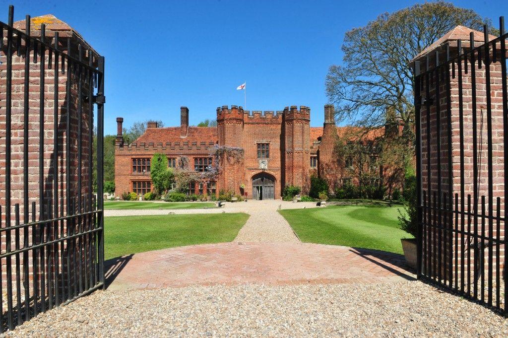 Becoming Mrs Robertson The UK\u0027s Best Wedding VenueLeez Priory
