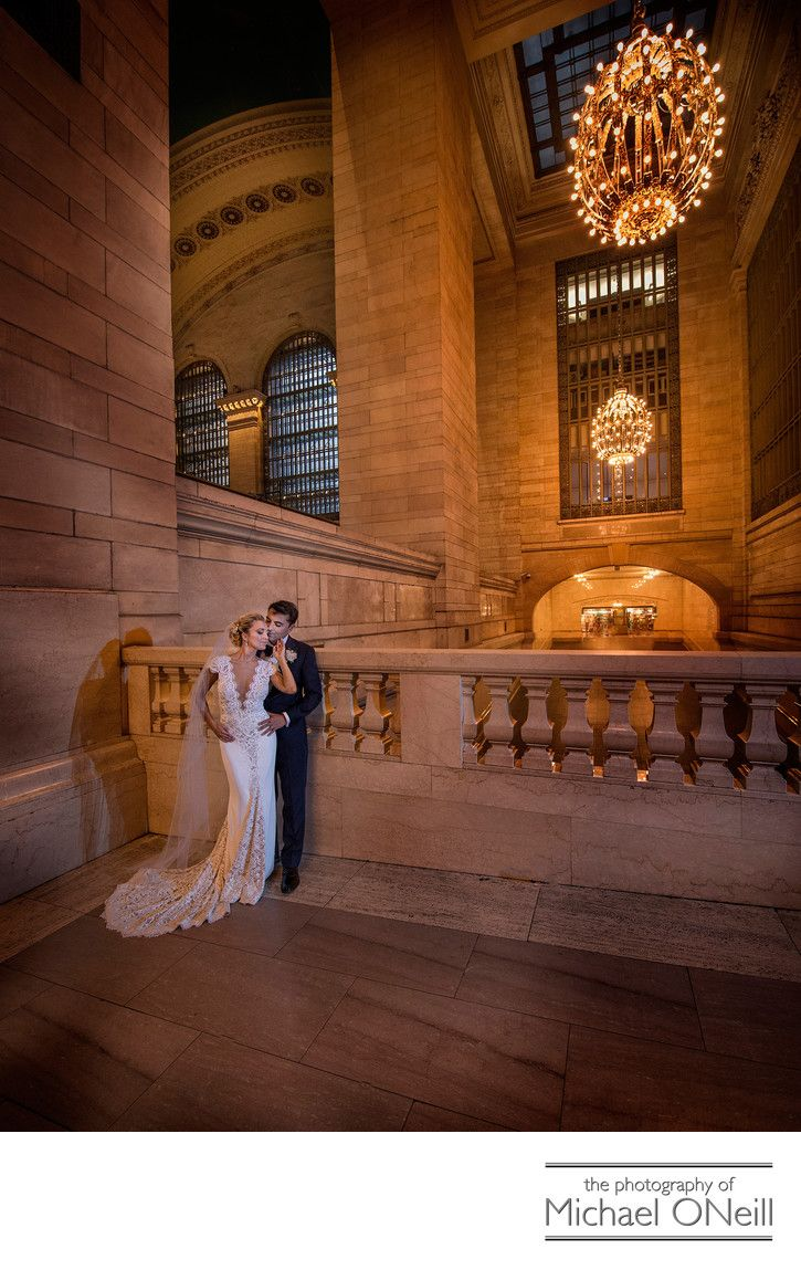 Awesome Nyc Wedding Photos Grand Central Station Iconic New York Buildings Long Island Li Wedding Photogr Nyc Wedding Photos Ny Wedding Photography Nyc Wedding