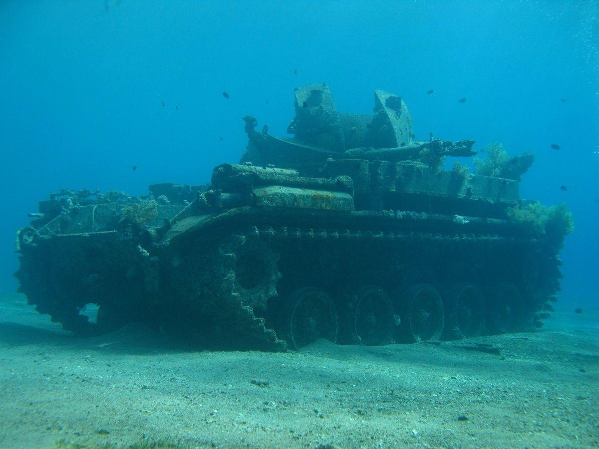 shipwrecks | They also sunk an M40 tank as an underwater ... Sunken Tank