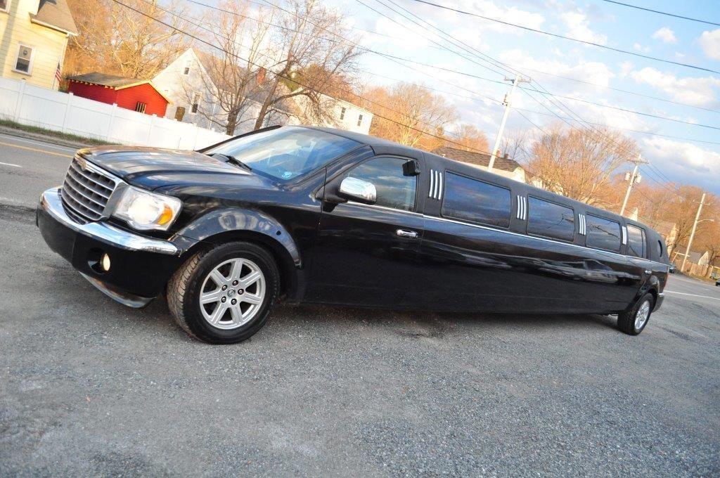 2007 Chrysler Aspen Limousine Car Rental Night Life Aspen