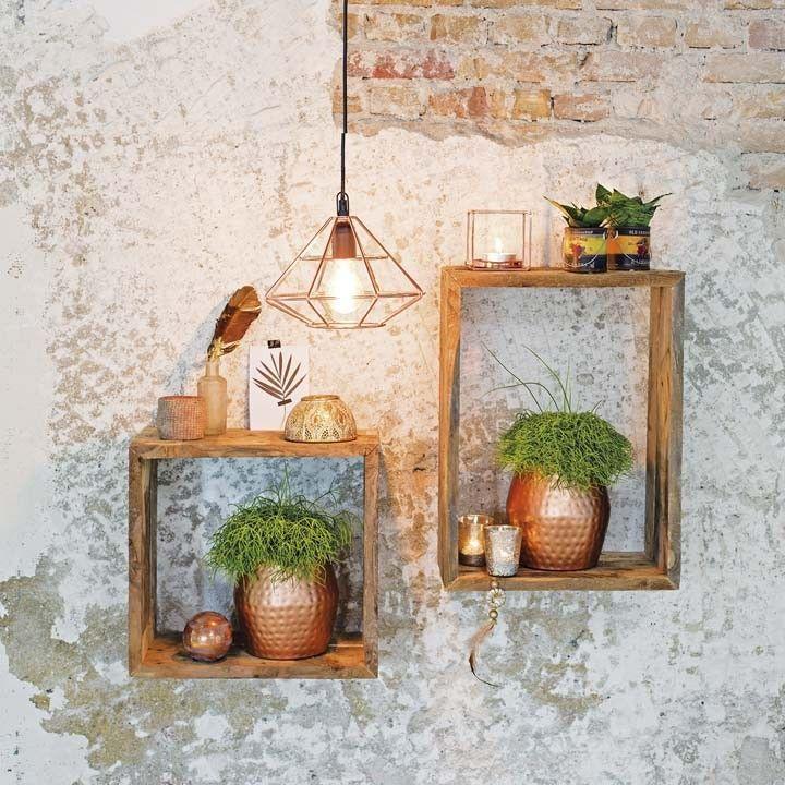 Houten Vitrinekistjes Tegen Een Stoere Wand Intratuin Muur Decoratie Buiten Intratuin Home Decor Condo Decorating Pretty Decor