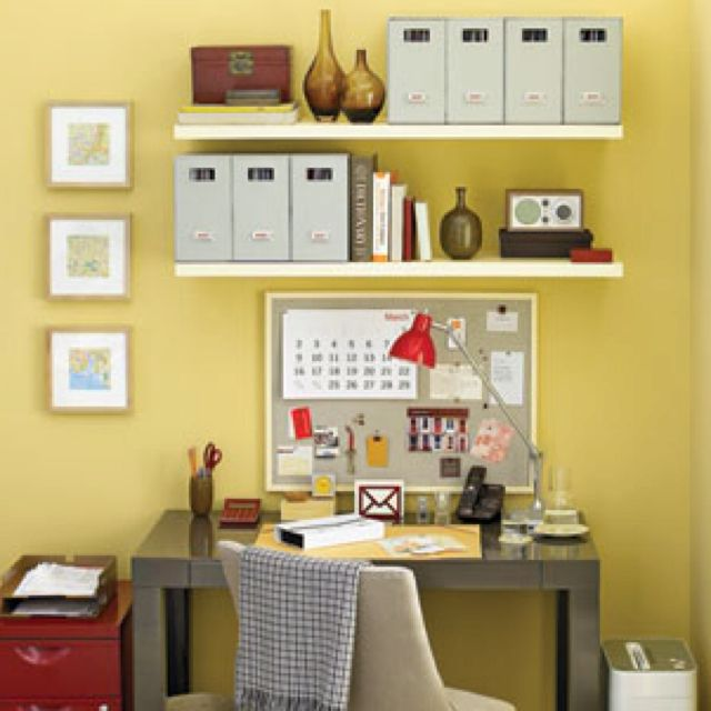 5 Tips How To Decorating An Artistic Home Office: Shelves Above Desk With Room For Coarkboard
