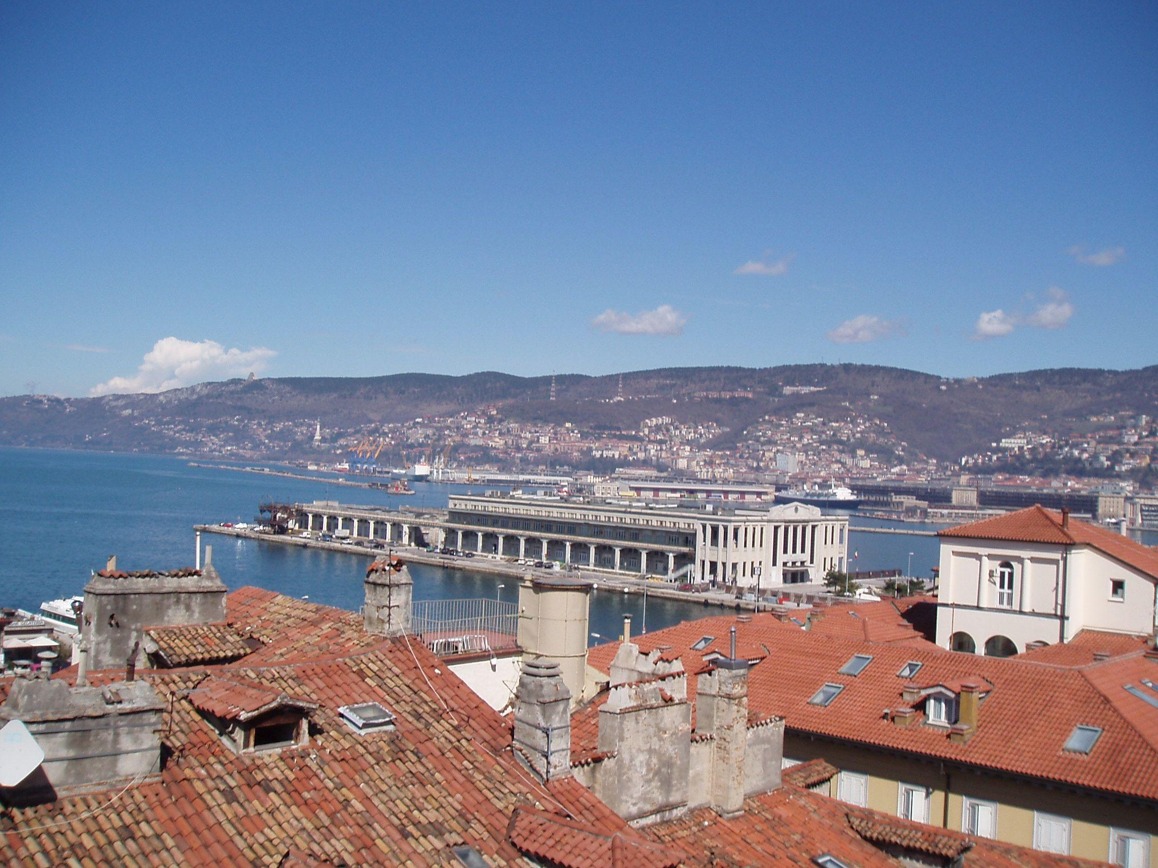 Veduta dalla terrazza del Museo Revoltella di Trieste. | Museo ...
