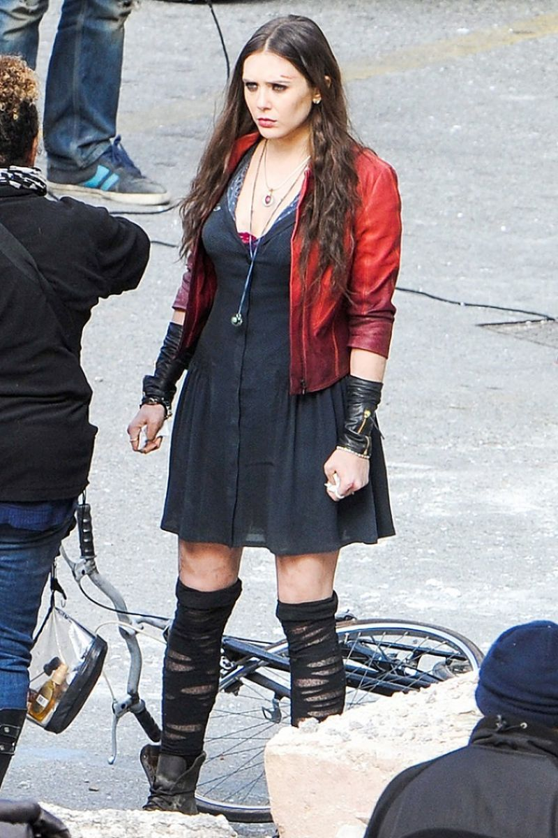 Elizabeth Olsen At Avengers 2 Age Of Ultron Set In Italy Scarlet Witch Cosplay Scarlet Witch Avengers Elizabeth Olsen