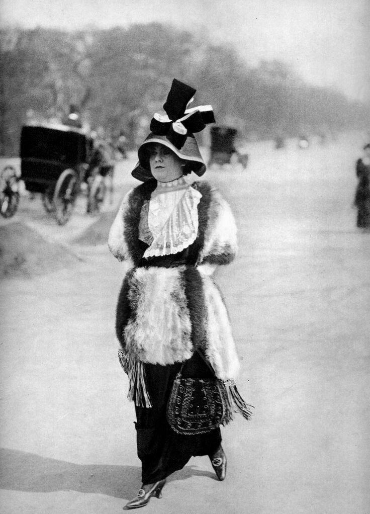 Jaques Henri Lartigue-Av du Bois de Boulogne, Paris Jn 1911