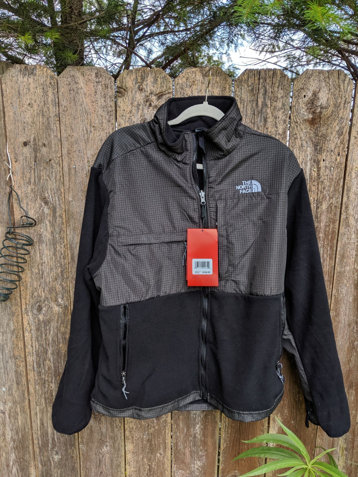 Hold New North Face Jacket On Mercari North Face Fleece Jacket North Face Jacket North Face Coat [ 1600 x 1200 Pixel ]