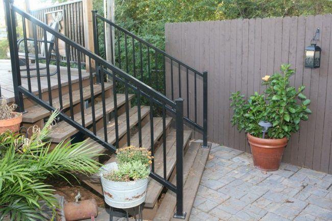Gartentreppe Aus Holz Bauen Beispiel Holzstufen Metall Gelaender