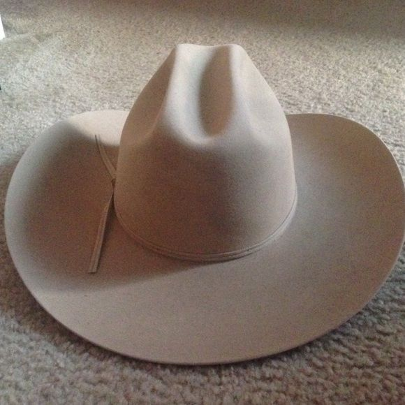 f8b8cee592a Authentic Stetson Beaver Fur Cowboy Hat New Stetson men s Cowboy Hat 5X  Beaver Fur Felt Cowboy Ranch Tan. Size 7 1 4. • Style  SF0575D440.