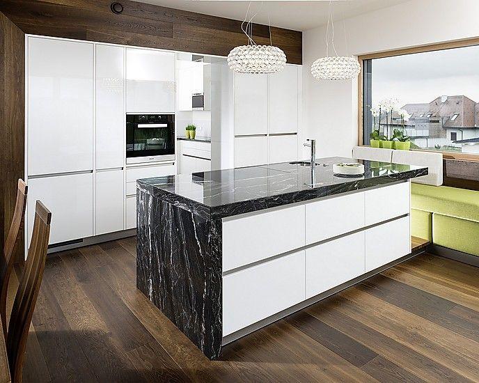 Kochinsel mit Naturstein-Arbeitsplatte Black Skorpion von Strasser - arbeitsplatten für die küche
