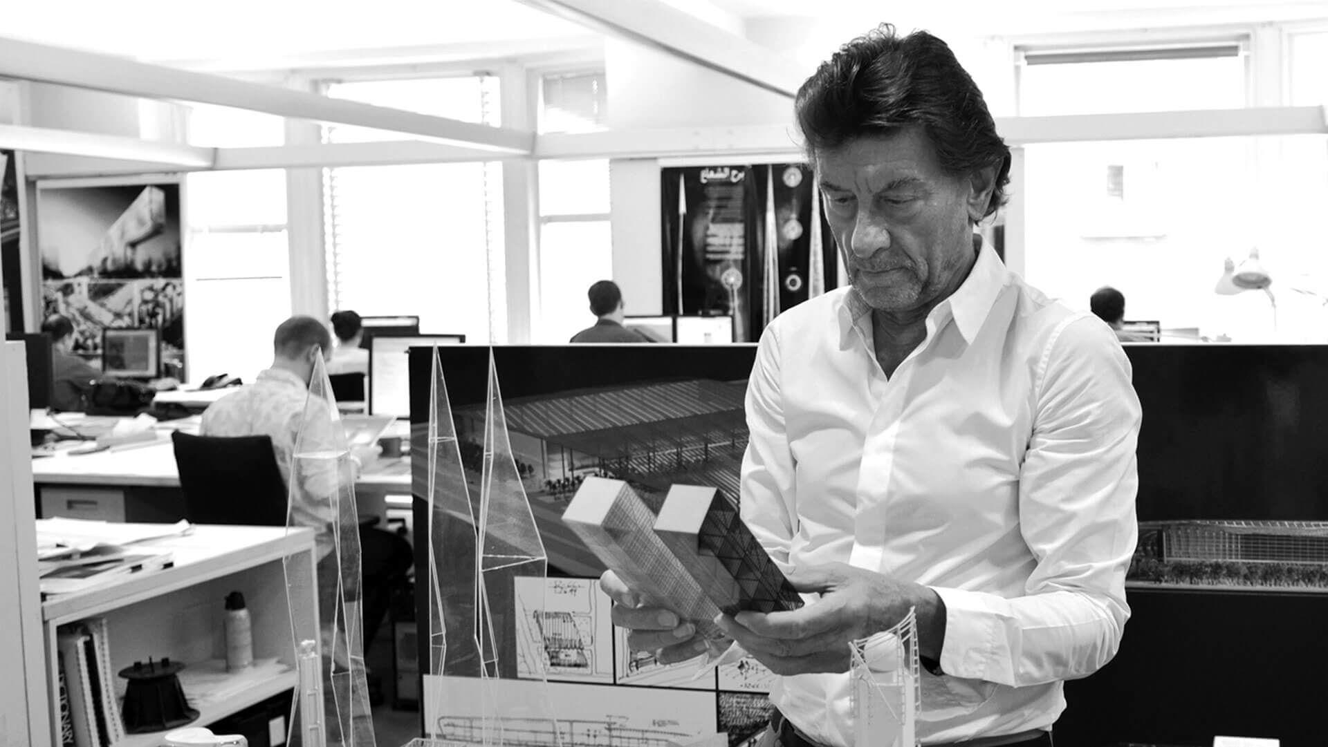 Helmut Jahn - Architekt Budynku Cosmopolitan   Lab coat ...