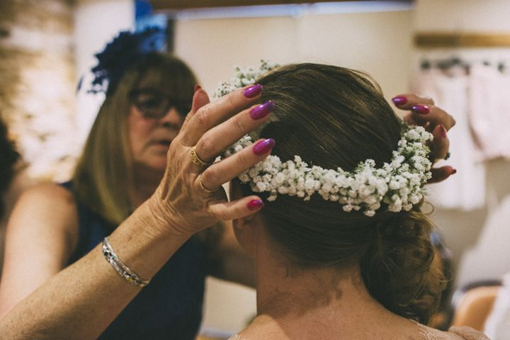 Gypsophelia flower crown | fabmood.com #floralcrown #flowercrown #gypsopheliacrown