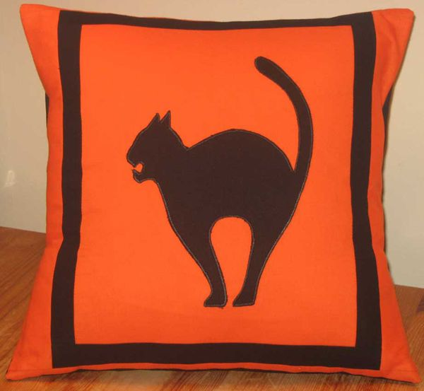 black cat pillow would look great on a modern couch Halloweenie