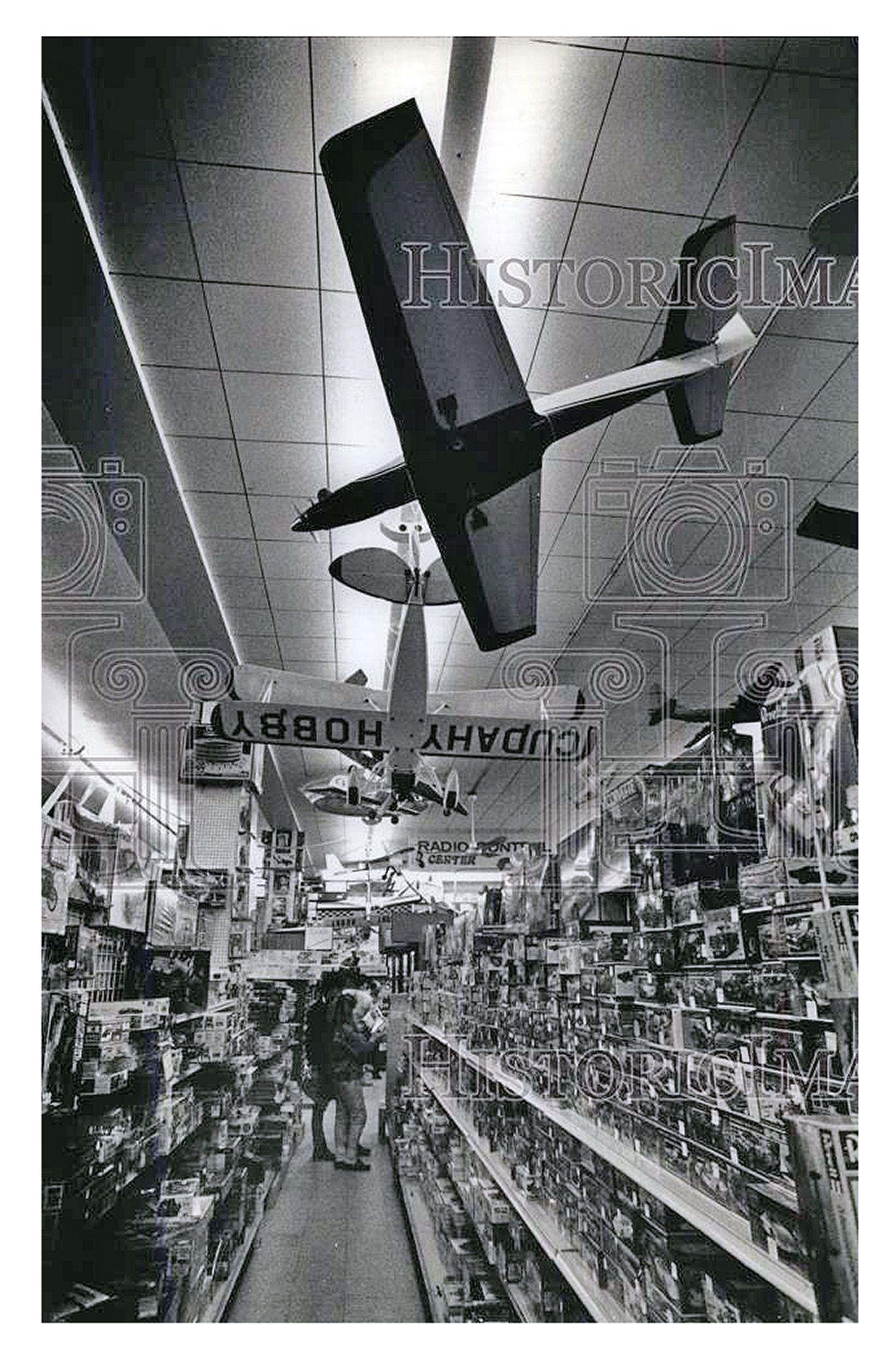 1990 Press Photo Model Planes Hang From The Cudahy News