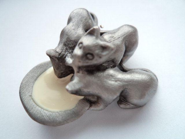 Vintage Signed AJC Silvertone Kittens Drinking Milk Brooch/Pin