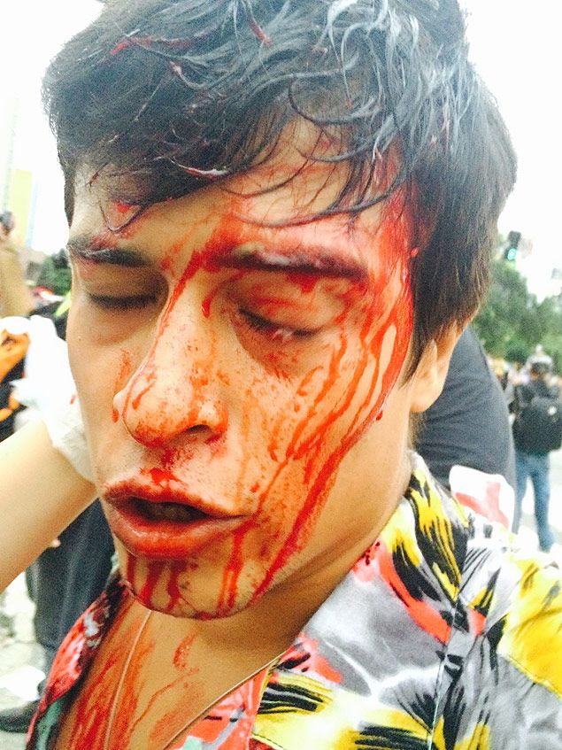 PM usa bombas em protesto contra aumento das tarifas em SP