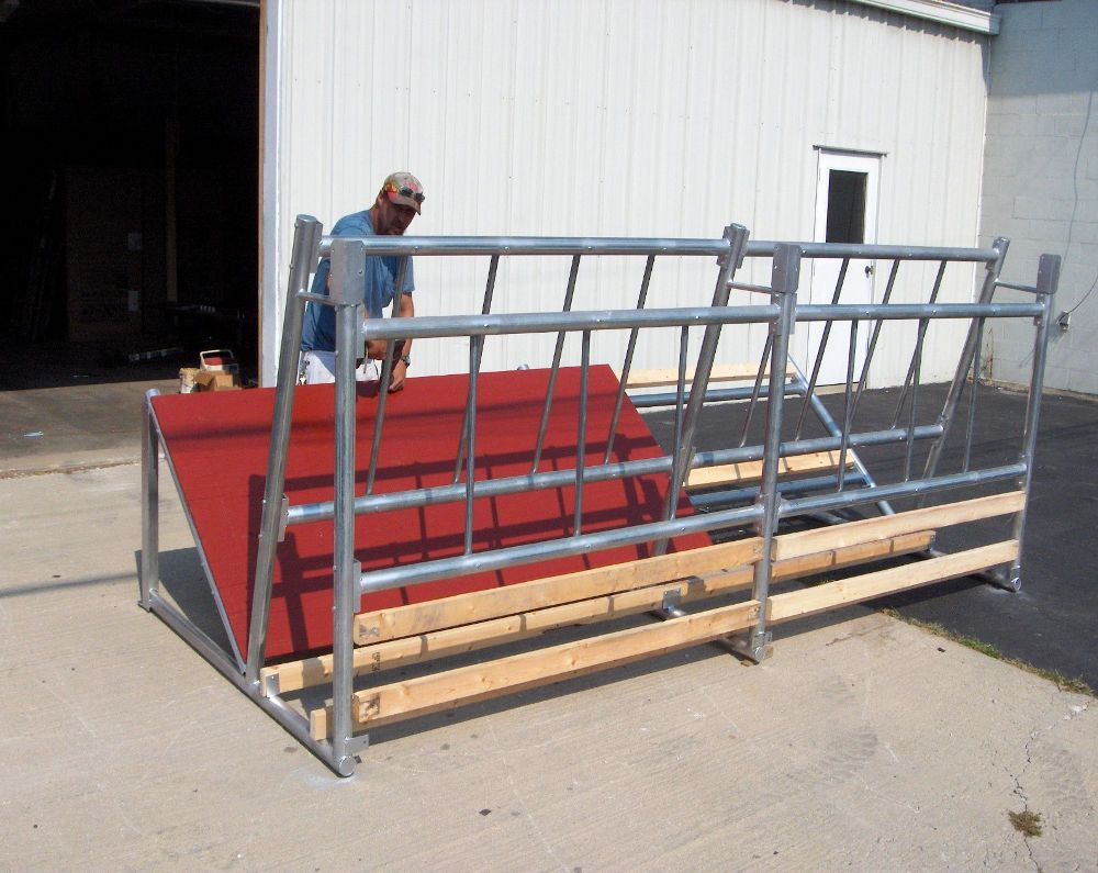 Round Bale Fence Line Hay Feeder for Cattle  BK-6 is