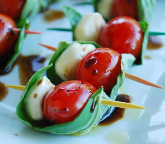 aperitivo ligero para una cena brochetas de caprese cooking pinterest recetas cerezas y mozzarella
