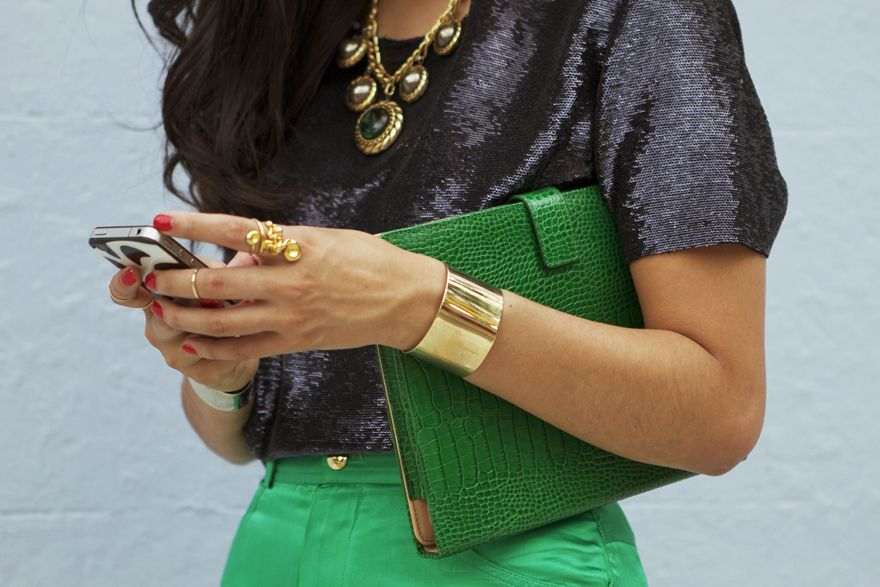 Love the emerald green, gold and black combo