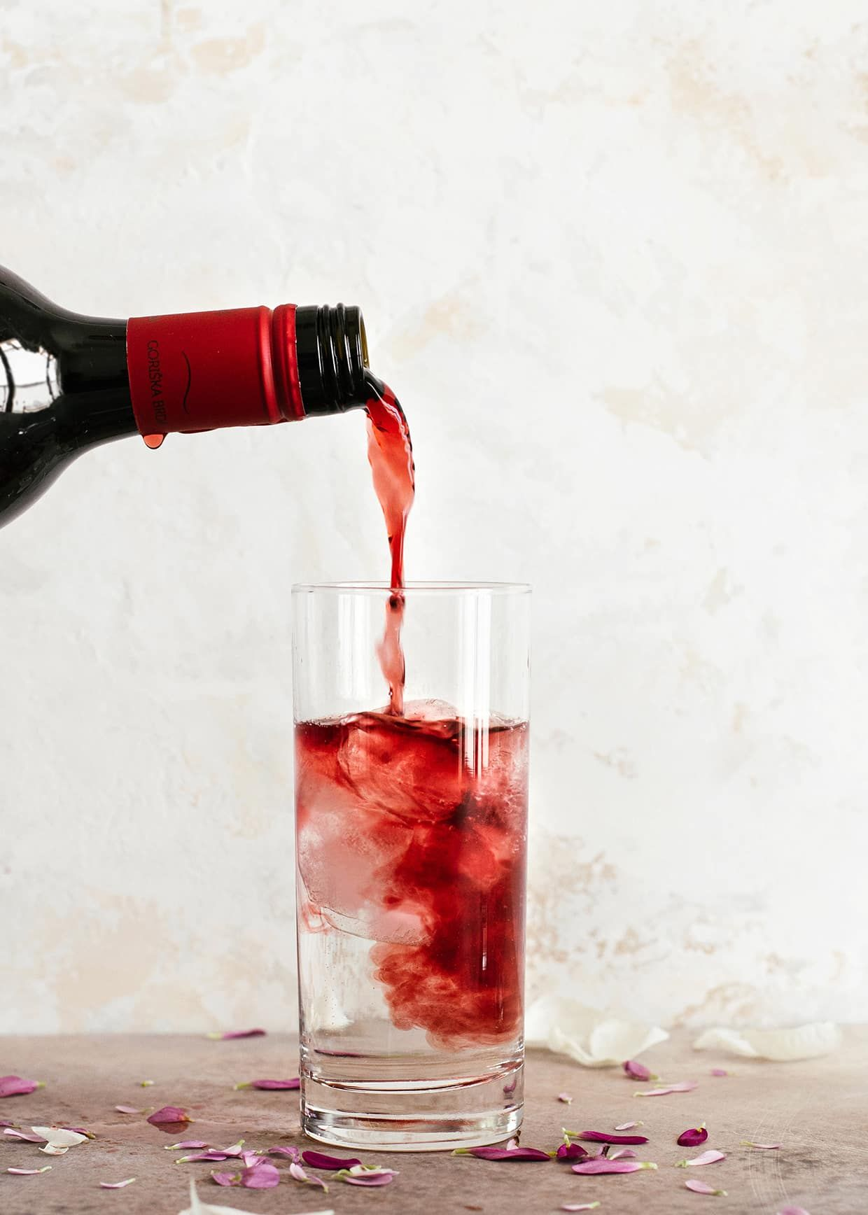 Red Wine Spritzer 3 Ways Recipe In 2020 Wine Spritzer Red Wine Spritzer Red Wine