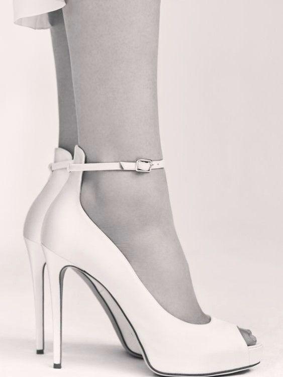 Scarpe Matrimonio Sposa Comode.Scarpe Da Sposa Di Elie Saab Eleganti E Sobrie Per Le Spose