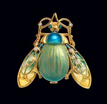 Masriera pendant brooch. Spanish jeweller Luis Masriera (1872-1958) was born into a family of jewellers and artisans. After attending the Centennial exhibition in Paris in 1900, he melted down his entire gold stock and switched to art nouveau and dec.