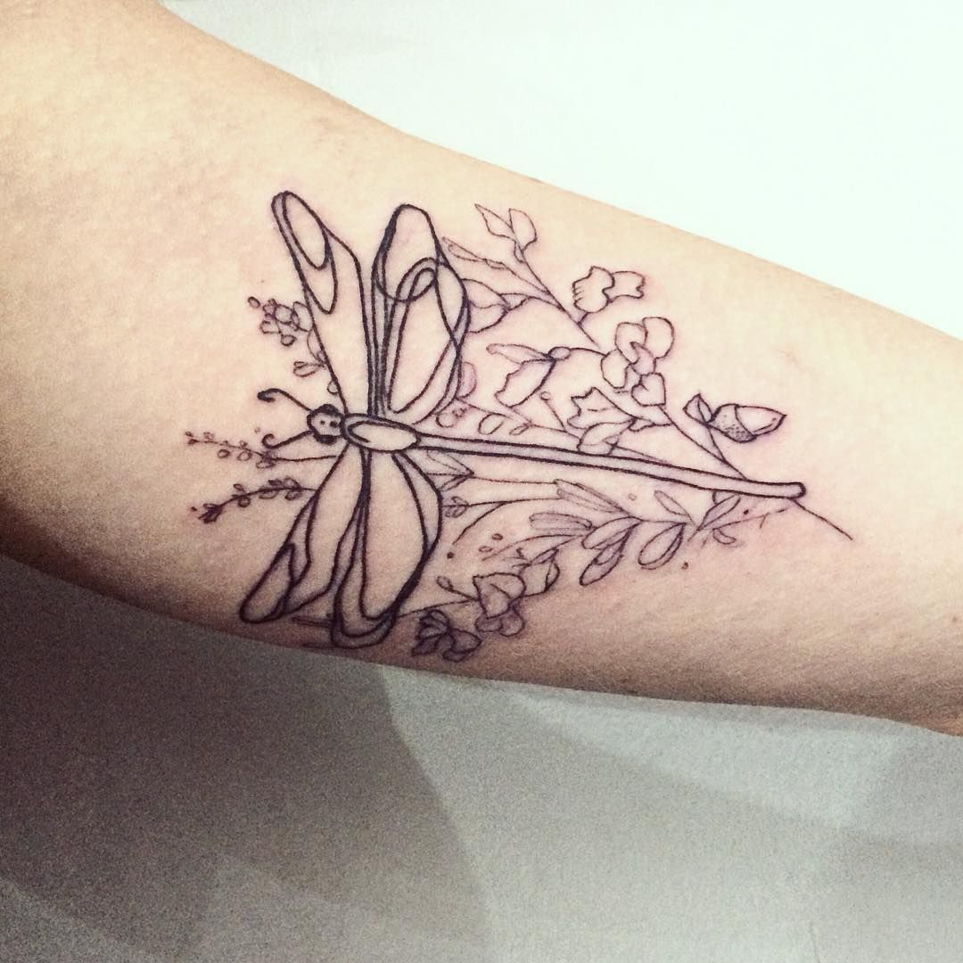 Dragonfly Tattoo Flowers Tattoo Line Work By Ana Maturana Dragonfly Tattoo Body Art Tattoos Mom Tattoos