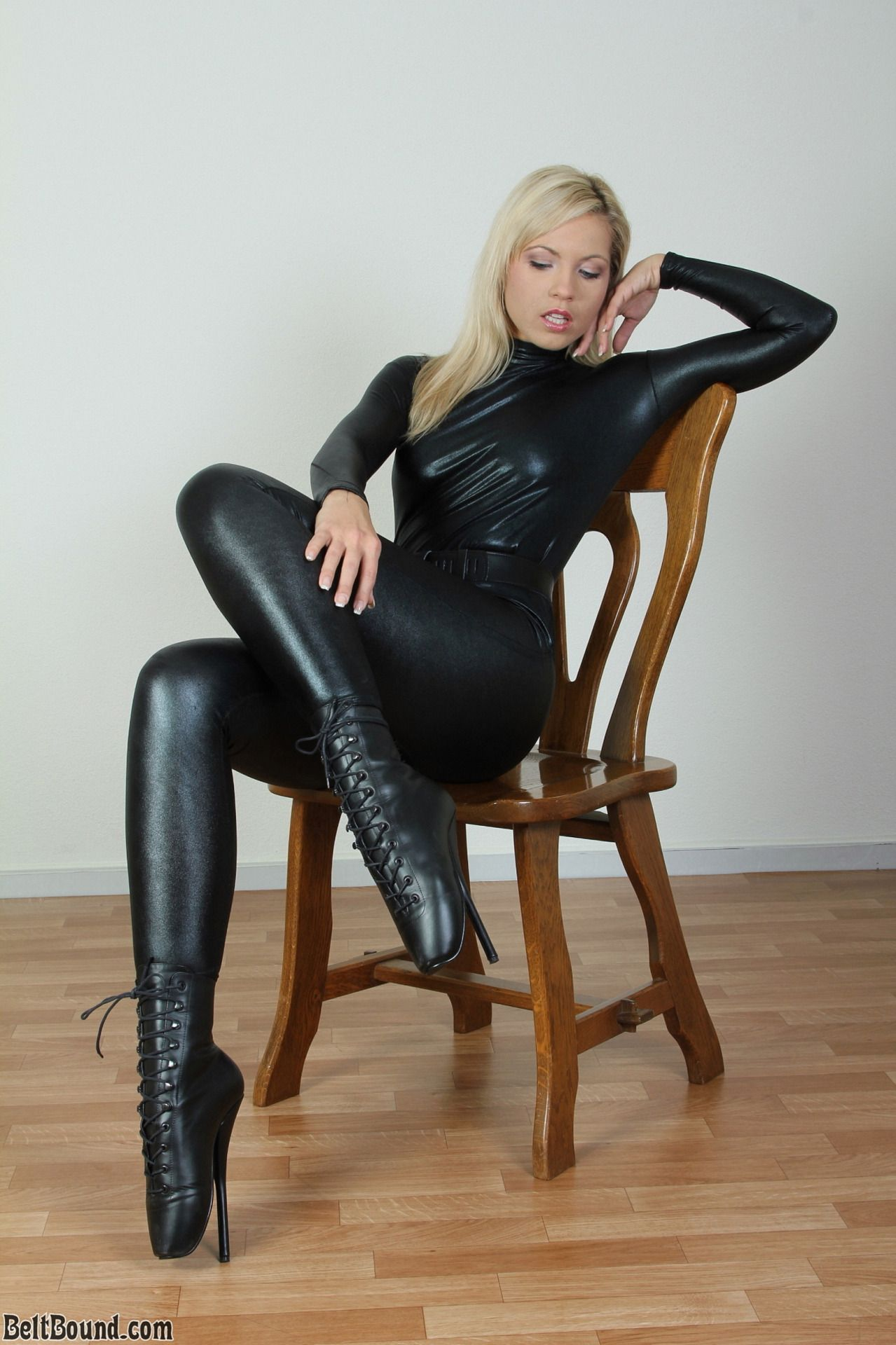 submissive-woman-in-leather
