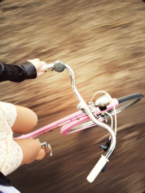ah como é bom andar de bicicleta, sentir o vento...