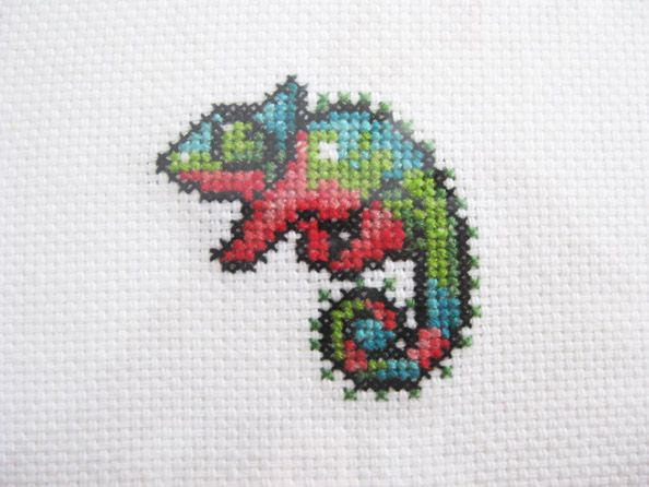 Cross stitch chameleon from a pixel.