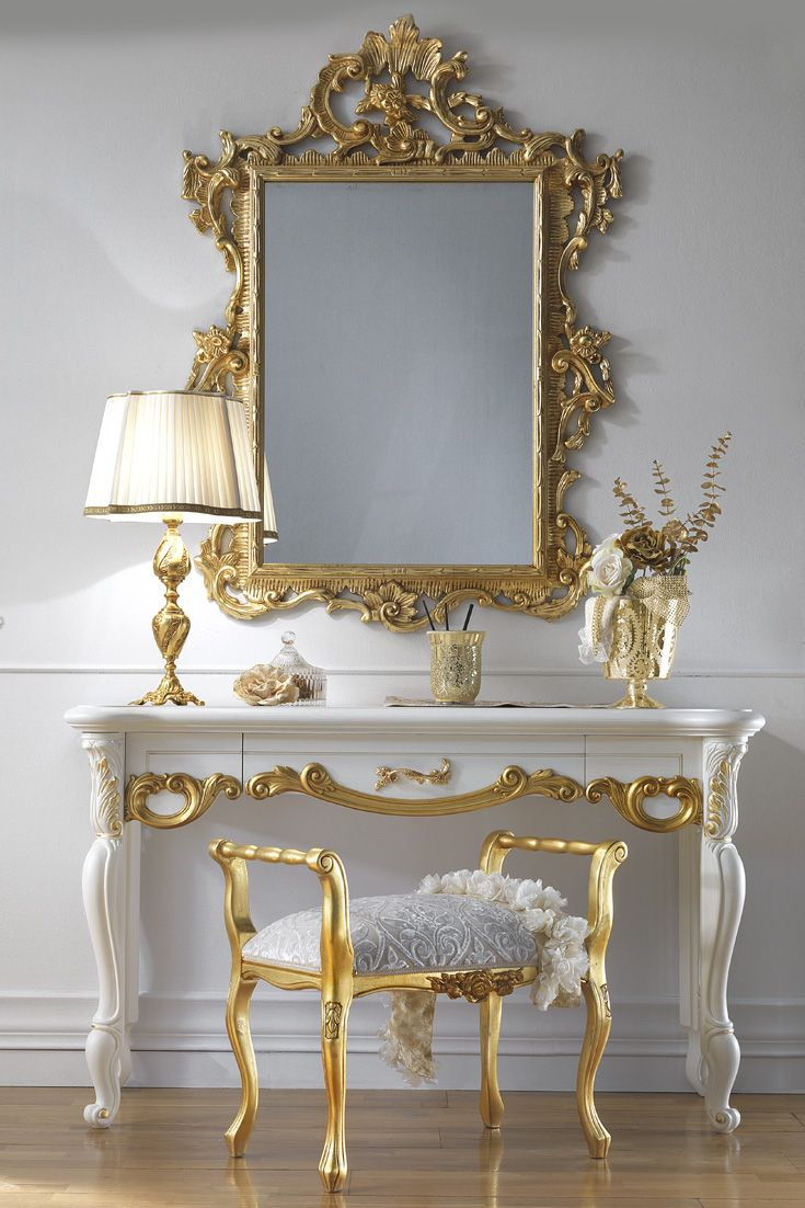 The high end italian dressing table and mirror set is a for Classic design furniture