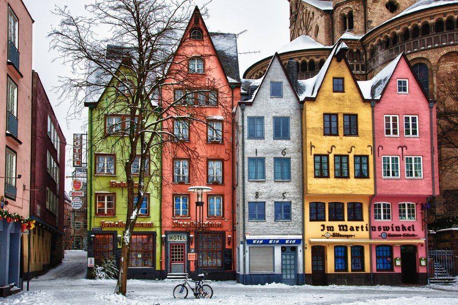 Цветные фасады европейских домов фото
