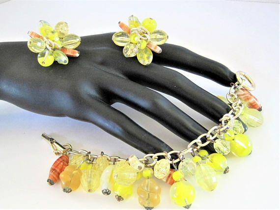 1950s chunky lemon yellow floral brooch and earring set